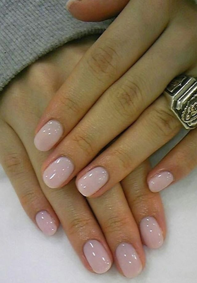 Are you looking for a simple nude nail design, this manicure is just for you! Click the picture for other options. #munamani #nudenails #manicure #weddingnails