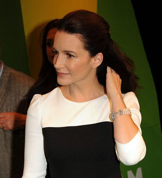 """Le bracelet """"Imperial Crest"""" de Fabergé porté par Kristin David lors du 70ème anniversaire d'Oxfam http://www.vogue.fr/joaillerie/red-carpet/diaporama/les-plus-beaux-bijoux-du-mois-d-octobre-2012/10321/image/639075#le-bracelet-quot-imperial-crest-quot-de-faberge-porte-par-kristin-david-lors-du-70eme-anniversaire-d-039-oxfam"""