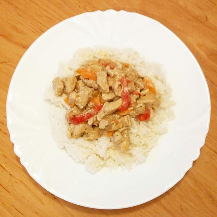 Turkeybreast with coconut cream, carrots, bell pepper and basmati rice.