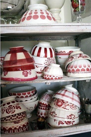 Jolis bols rouges et blancs / inspiration petit déjeuner