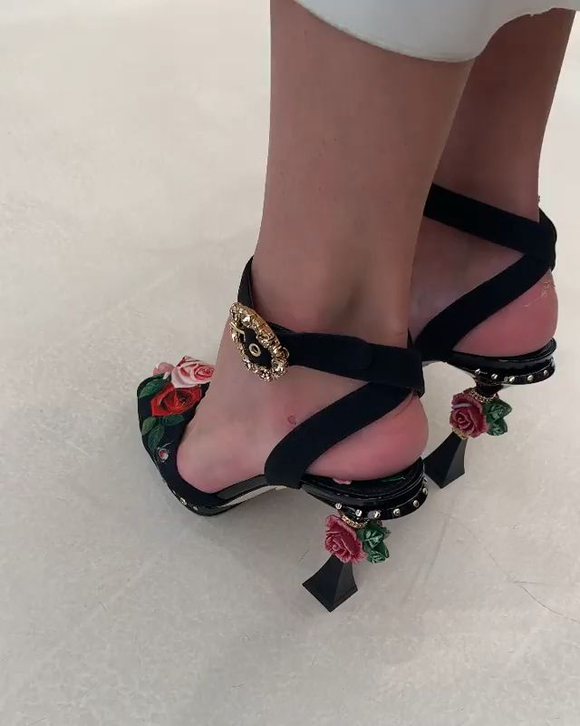 Dolce & Gabbana My Favorite Things, Sandals, Heels, Clothing, Dresses, Fashion, Horses, Slippers, Boots