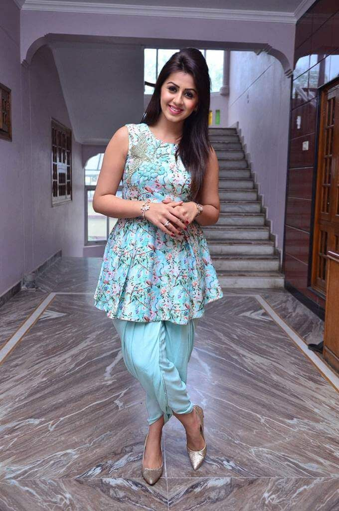 Cute Nikki Galrani tamil actress images Download,Nikki Galrani Wallpapers Free Download, Nikki Galrani photos download
