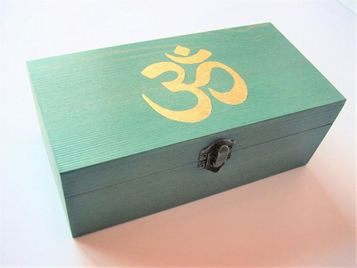 Available again the wooden box with the OM symbol in 22k gold!  Wooden boxes are usually out of stock in my shop because the process to do them is a little laborious... #om #ombox #handpainted