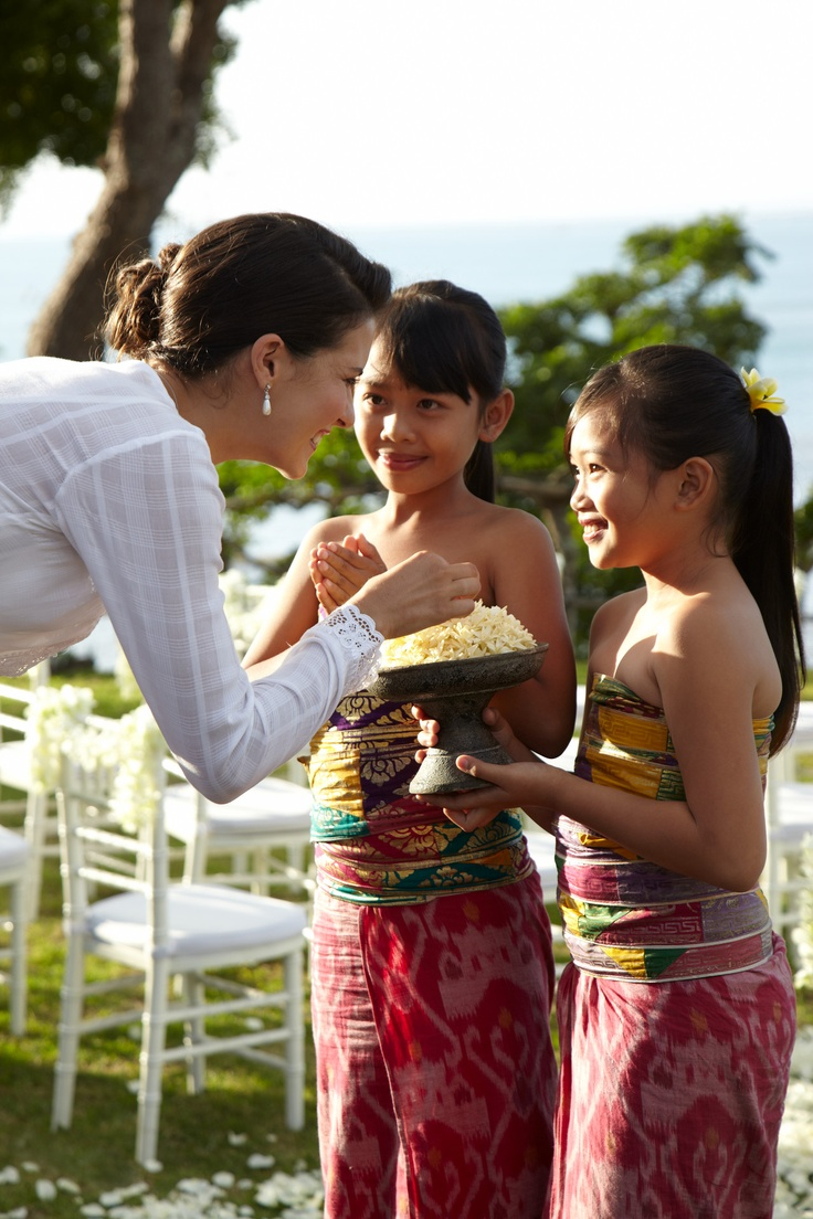 Sharing a special moment with the flower girls, dressed in local garments. (Four Seasons Resort Bali at Jimbaran Bay)
