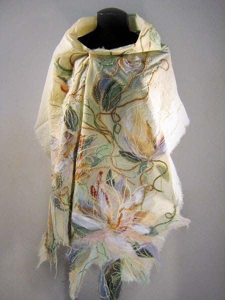 "Yaga shawl from the collection ""Marquise De Pompadour"""