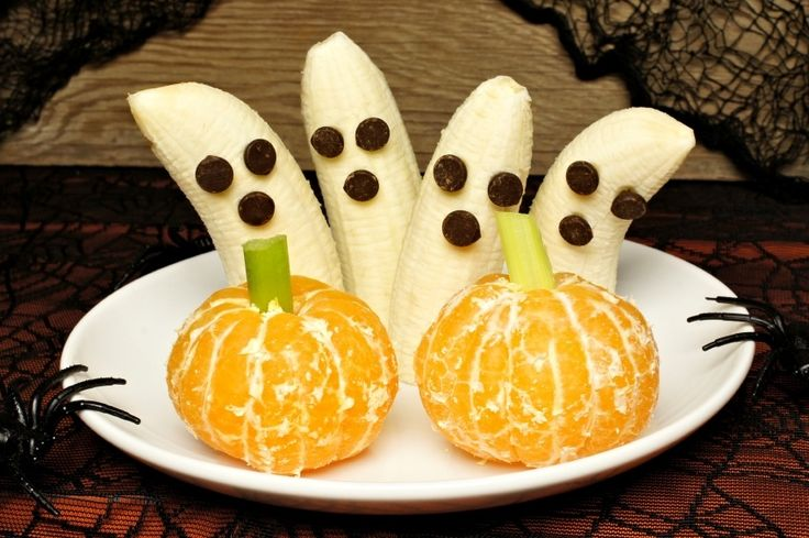 Here are 3 healthy treats to bring to the door for trick-or-treaters or your spooky Halloween party.