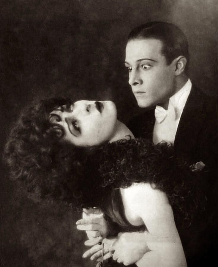 Camille 1921 starring Rudolph Valentino and Alla Nazimova. (Рудольф Валентино и Алла Назимова).