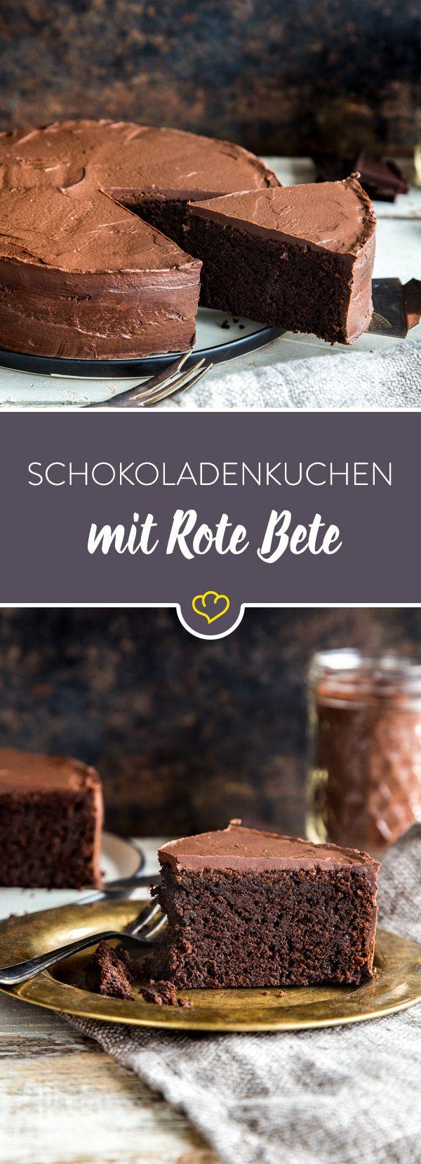 In diesem Rezept hat sich Rote Bete unter den Kuchen geschlichen – aber nur Mut! Die Knolle gibt ihm eine besondere Saftigkeit und süß-herbe Note.
