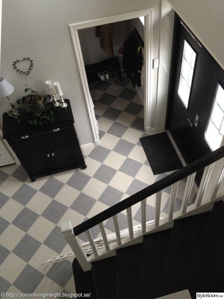 schackrutigt golv,svarta dubbeldörrar,dubbeldörrar/ vitt/ grått/ svart/klinkers/,hall