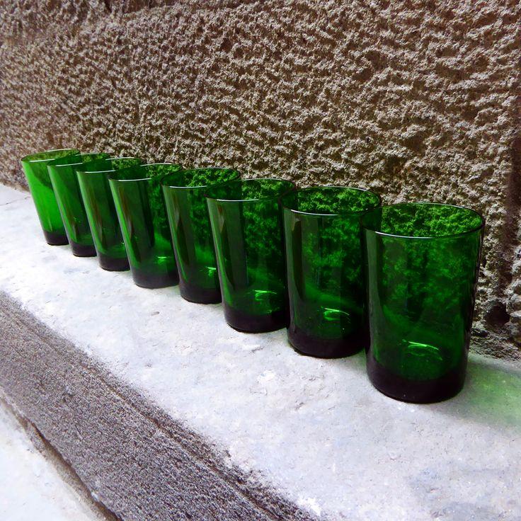 Set of 8 green emerald glasses , 70's |