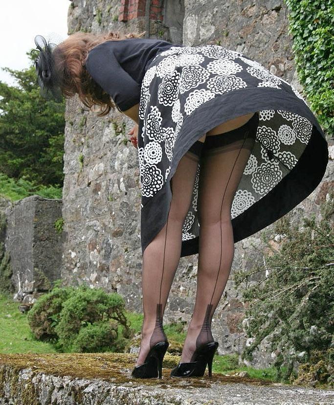 Подсматривать под юбки взрослым дамам, фото девушек в танцевальных раздевалках