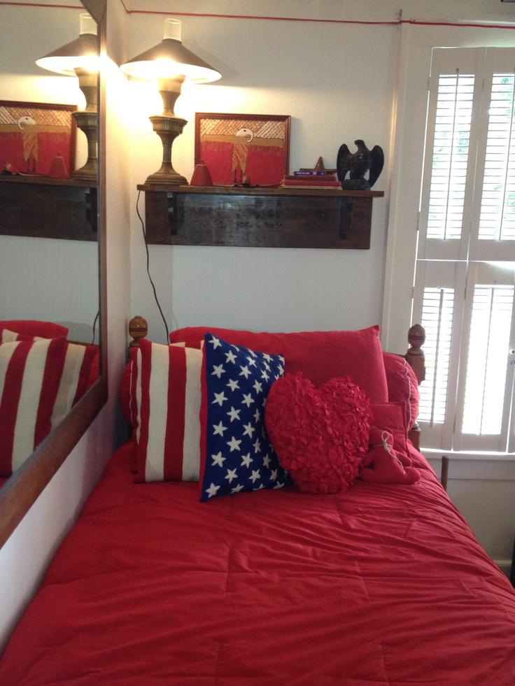 Americana Decor MIRRORS MIRRORS MIRRORS: To Extend Room.