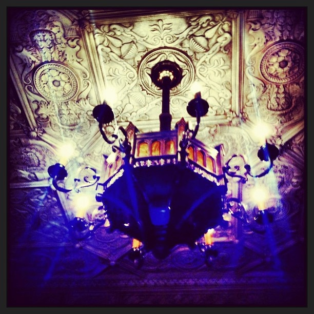 .@e_leni   #chandelier in the #shakespeareroom at the #statelibrarynsw