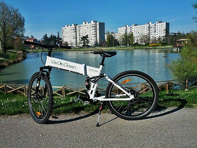 In bici grazie a We go green fino al laghetto del Parco dei Giardini more infio https://bolognainside.wordpress.com/2015/04/07/bologna-inside-e-green-con-we-go-green/