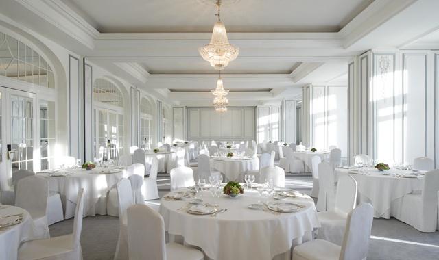 Um total de 100 anos de experiência avalizam a qualidade deste hotel madrilheno, uma das melhores escolhas possíveis para quem dá o nó em Madrid e quer casar num hotel.