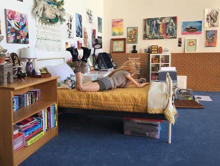 Artist's bedroom - #onesixthscale #playscale #barbie #barbieMTM #miniatures #diorama #roombox #justdollfurniture