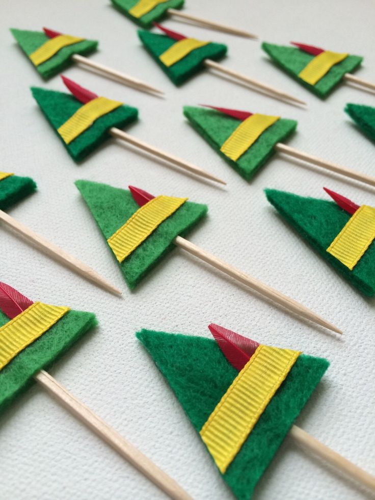 Felt Cupcake Toppers / Christmas Party / Buddy the Elf / Holiday Party Decorations by JuiceboxxDesigns on Etsy https://www.etsy.com/listing/259183189/felt-cupcake-toppers-christmas-party