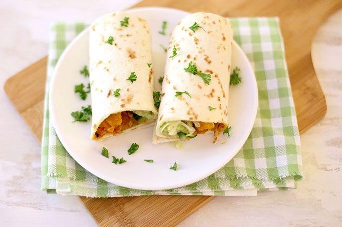 Op zoek naar een lekker, simpel en snel recept? Maak dan eens deze wraps met krokante kip, sla en gebakken uitjes. Binnen 20 minuten op tafel!
