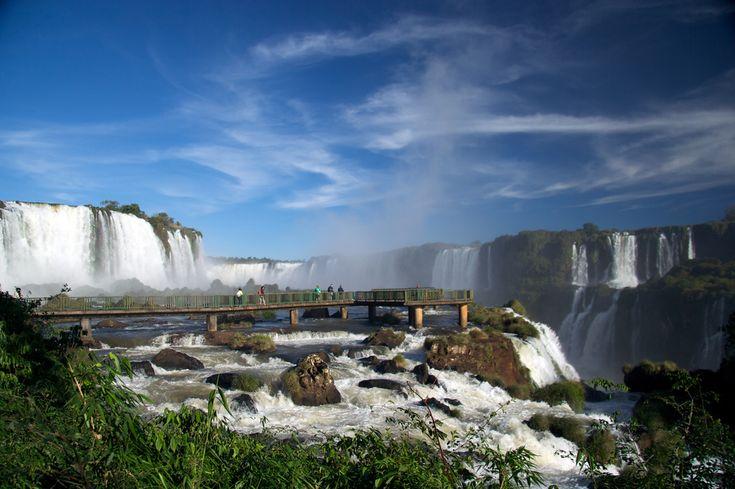 海外旅行世界遺産 イグアスの滝。ブラジル側から ブラジルの絶景