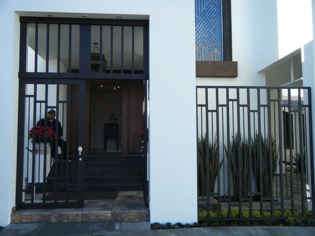 M s de 17 im genes excelentes sobre fachadas de casa en - Rejas de diseno moderno ...