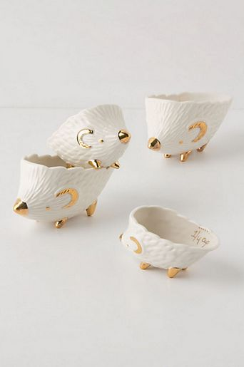 {adore these hedgehog measuring cups}