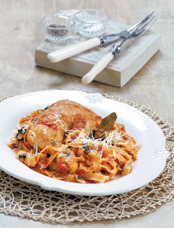 Ένα πιάτο που δεν έχει κάτι να ζηλέψει από τη γαλλική βερσιόν τουcoqueau vin. Οι χυλοπίτες μαγειρεύονται μαζί με τη σάλτσα του πουλερικού και τελευταία πινελιά το φρέσκο ελαιόλαδο που μπαίνει στο τέλος του μαγειρέματος.