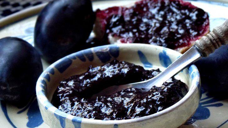 GEM DE PRUNE. O reteta geniala. Gemul facut din prune nu este doar gustos, ci are şi numeroase efecte benefice pentru organism: este…