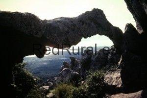 Benalup o también conocido por Benalup-Casas Viejas  Cadiz Tajo de las Figuras Cueva del Arco