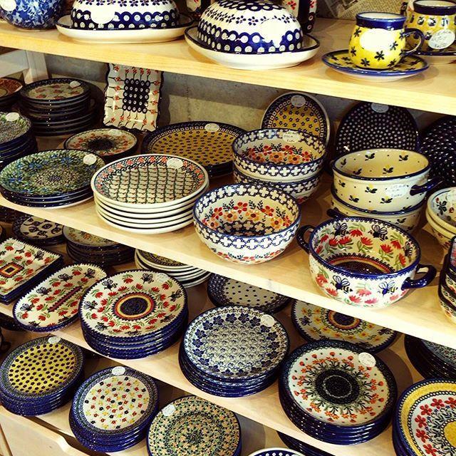 ポーランド食器の人気は加速しています。それが日本で直接手にとって購入できるお店があるんです。詳しく見てみましょう。