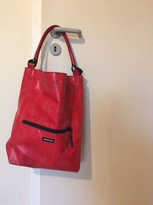 Seltene, tolle Freitag Tasche in knalligem Rot. Ein absoluter Hingucker! Nicht mehr die Neuste aber brau das macht ja den...