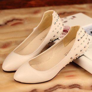 O envio gratuito de Rivet strass boca rasa pequenas cunhas sapatos único plano de bico fino calçados femininos trabalhar sapatos primavera 2013 $12,26 - 13,96