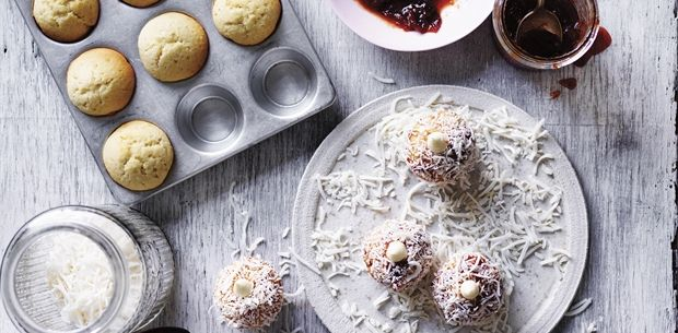 Quandong Lamingtons
