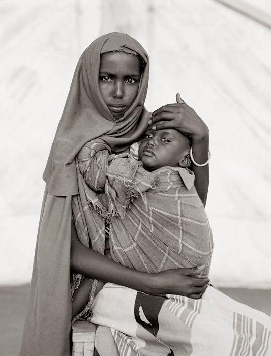 Alima Hassan Abdullai and her brother Mahmoud, Somali refugee camp, Mandera, Kenya, 1993 | ph. Fazal Sheikh