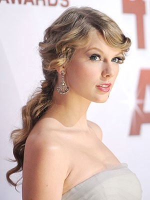 Curly Cues: Taylor Swift #hair