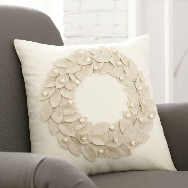 Get an easy tutorial for a diy felt wreath pillow - a no sew pillow perfect for Christmas. & 2050 best ALMOFADAS Pillow Cojines images on Pinterest | Cushions ... pillowsntoast.com