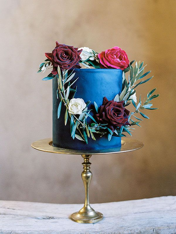 Elegant Single Layer Cake with a Flower Wreath