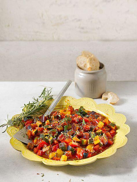 Ratatouille, ein gutes Rezept aus der Kategorie Gemüse. Bewertungen: 266. Durchschnitt: Ø 4,6.