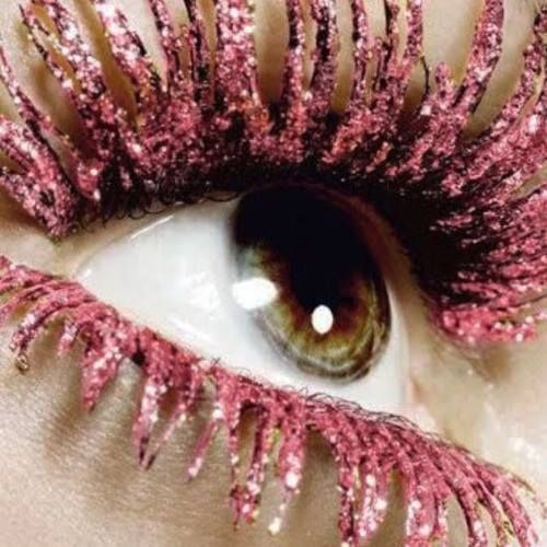 Glamorous long lashes... Picture unknown #lashes #glittering #gold #love #eyes #green #greeneyes #makeup #beauty #longlashes #eye #serum #diariesofcitysirens #roses #eyelashes #pink #fakelashes