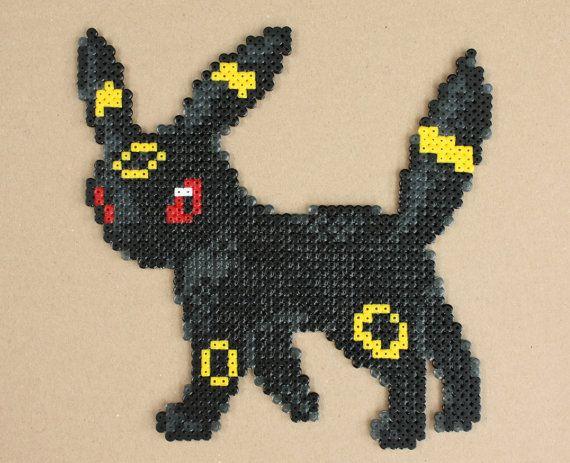 Umbreon Pokemon Hama Perler Bead Sprite Gold por StrepiePixelCrafts