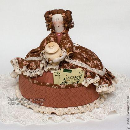 Грелка на чайник.  Нужные подарки, красивые сувениры родным и близким. Подарок на день влюбленных. Подарок хозяйке дома женщине на 8 Марта, друзьям на новоселье. Текстиль для дома кухни.