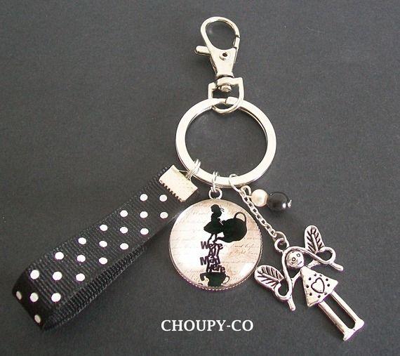 Porte -clés bijou de sac cabochon * Alice au pays des merveilles * breloque perles ruban noir blanc bijou