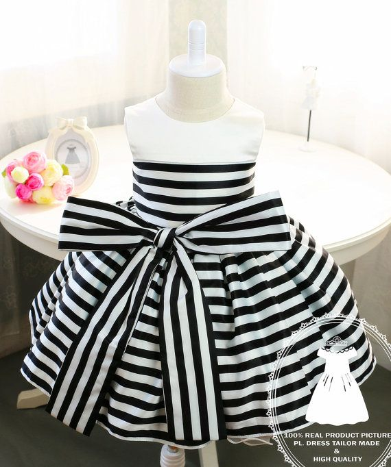 Vestido de la muchacha recién nacida con rayas blanco y por PLdress