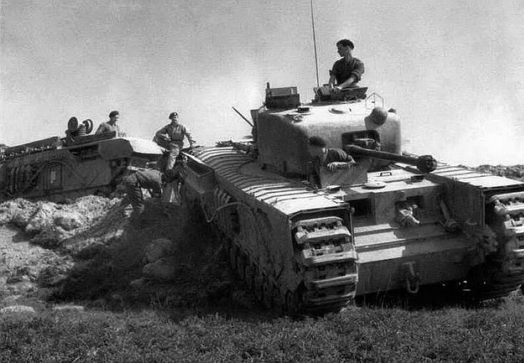 Churchill vii tank worldwar pinterest for Couchtisch 1 00 x 1 00