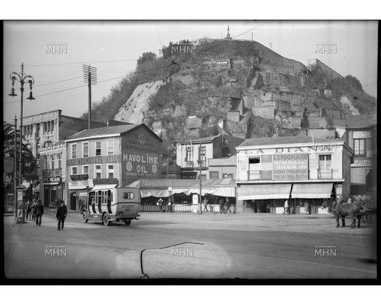 Calle Condell frente a la Plaza Aibal Pinto --- Fotog.: Einar Altschwager --- fecha de la fotog.: 1930 --- MHN