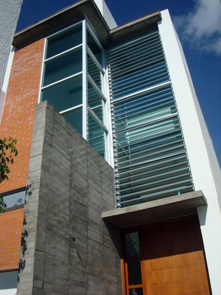 Escalera y muro de concreto. El Refugio, Querétaro, Qro.