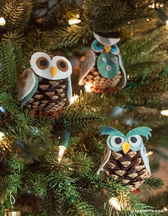 These cute little owls come with three different personalities and with this pattern you can mix and match to make your own little characters. http://liagriffith.com/kids-craft-felt-pinecone-owl-ornamants/