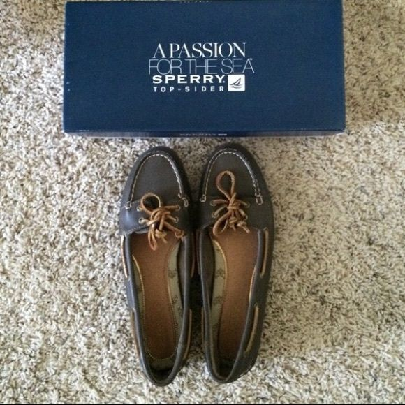 Sperry Top-Sider Women Loafers Size 8 Sperry Top-Sider  Women Loafers Size 8. I bought this from the Sperry store last year and never had a chance to wear it. It's brand new and will look great for the spring time with some shorts or skinny jeans! I also offer a 10% discount if you choose to bundle 3 items with me! ❌Price is firm! No trades and No Paypal❌ Sperry Top-Sider Shoes Flats & Loafers