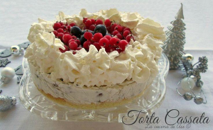 La torta cassata è un semifreddo dove una base di Pan di Spagna viene farcita con ricotta canditi cioccolato: un tripudio di bontà! Ricetta La cucina di ASI