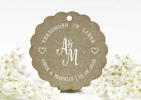 """Stempel """"In Liebe Verbunden"""" mit Wunschtext - auf Buchenholzgriff montiert. Der runde Stempel mit Schriftzug ist personalisierbar mit Namen und Datum . Durchmesser bitte wählen. Lesen Sie bitte unsere Infos zu dem..."""