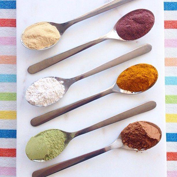 Sunday night FACE MASK concoction... Kaolin Clay | Matcha Green Tea Pwder | Tumeric | Cacao Powder | Hibiscus Flower Powder | Aloe Vera Powder (made into a liquid/juice as the 'mixer') Detoxifying. Rejuvenating. Antioxidant Rich. Purifying. Toning. Anti-Inflammatory. Soothing. Anti-Ageing.... ............................................. #boom #skincare #beautyritual #beauty #greenbeauty#organic #vegan #cleanse #detox #naturalbeauty #naturalskincare #naturalhealth #nutrition #skinnutrition…